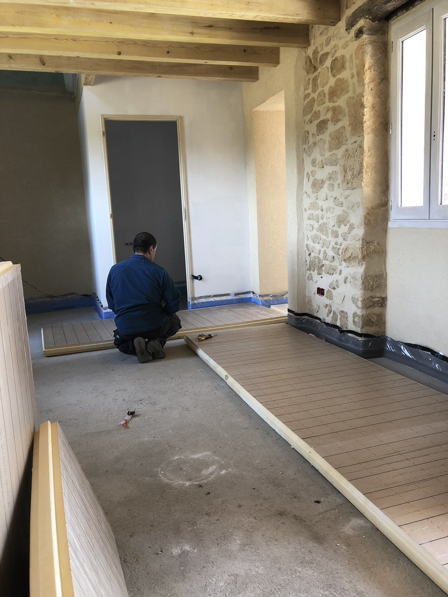 Gilles applies foam panels to insulate the floor