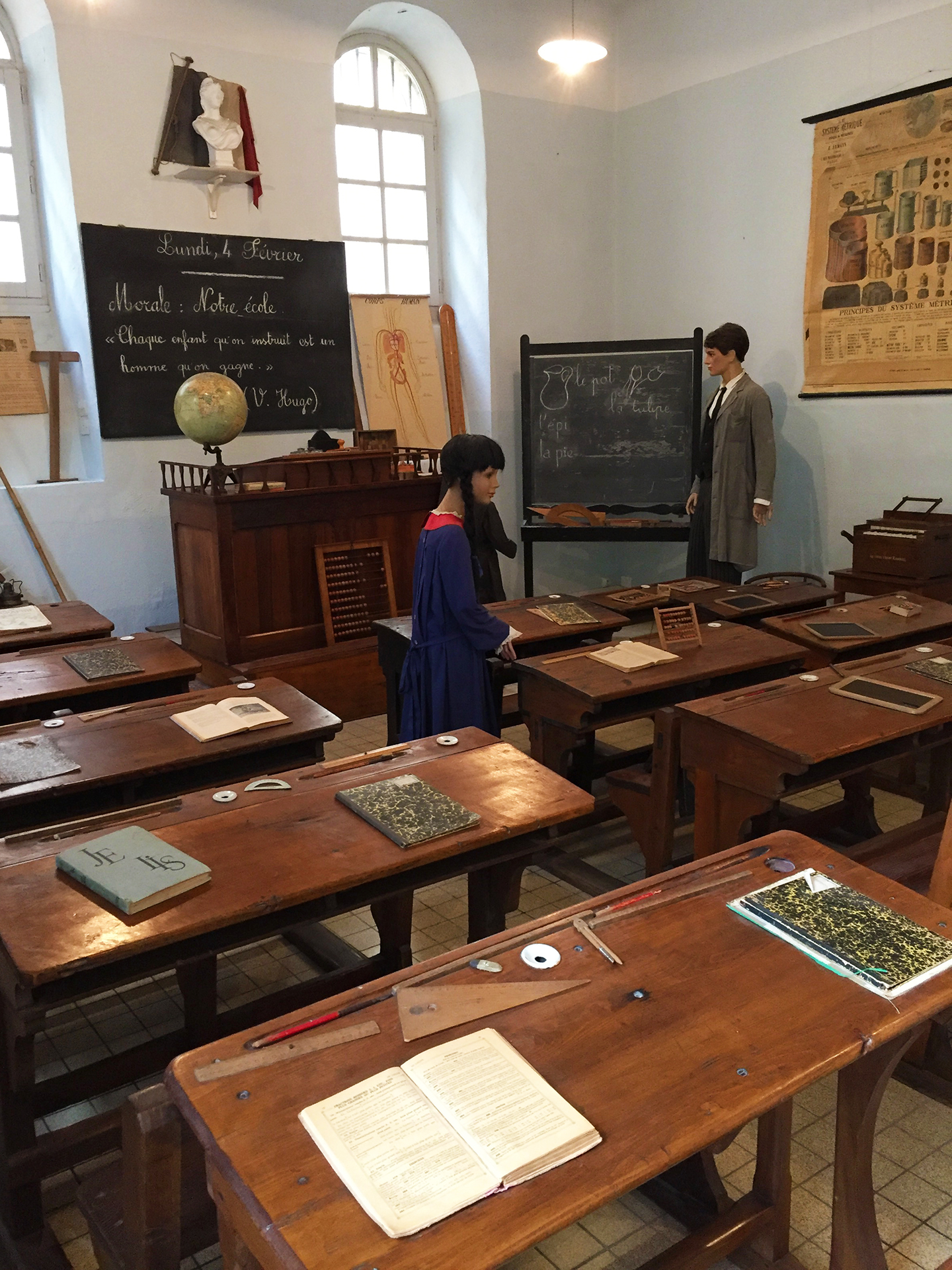 Old-fashioned classroom at Musée de l'Ecole in Carcassonne