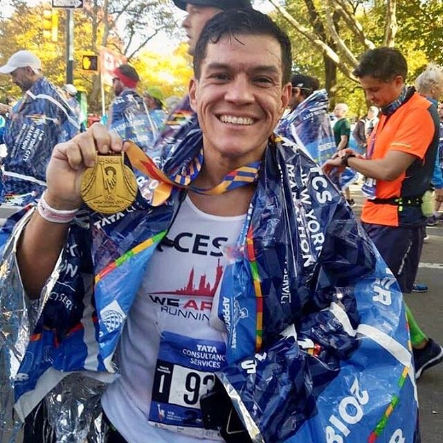 """It's running ambassador Cesar Trelles! """"Goal-driven, hard worker who always has time to help others around him."""" Founder of @wearenycrc.  Cesar is running the 2019 Chicago Marathon and is using his @Mindbosa savings to purchase swag at the expo. Good Luck, @catrunsnyc_2018! Keep crushing your goals! 🥇🏃🏻♂️💸 . . . . . #mindbosa #mindbodysave #savewithpurpose #mindfulmotivation #runnerscommunity #savingsgoals #savingstracker #moneygoals #marathonrunning #chicagomarathon2019 #chicagomarathon #savingmoney #moneysavingtips #getmotivated"""