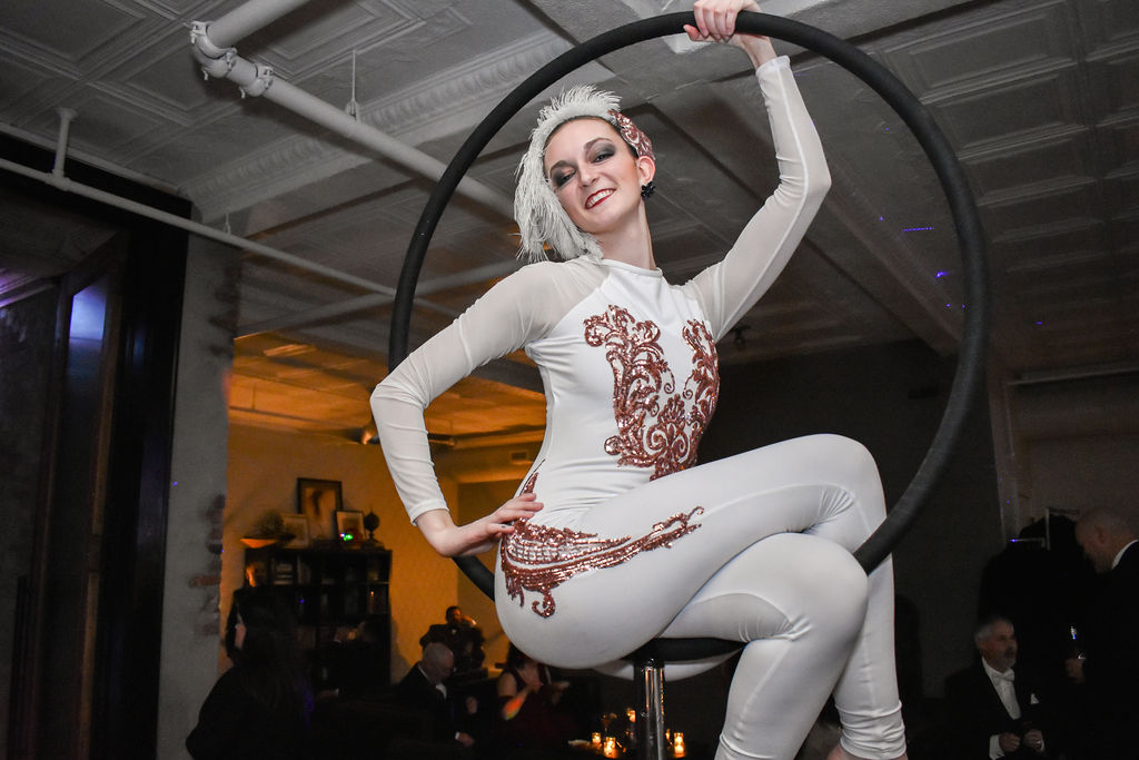 acrobat-performer-NYE-party-venue