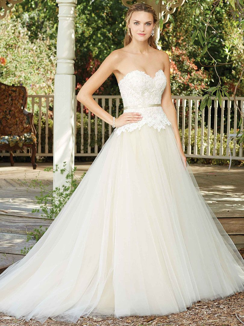 Wedding Gowns Fit For An Outdoor Venue
