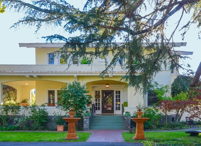 casa-bella-inn-entrance.jpg
