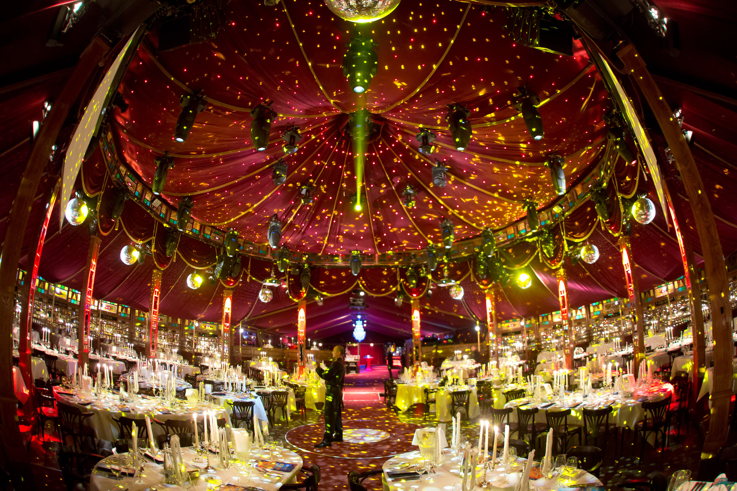 Het_Spiegelpaleis-The_Caroussel_interior4.jpg