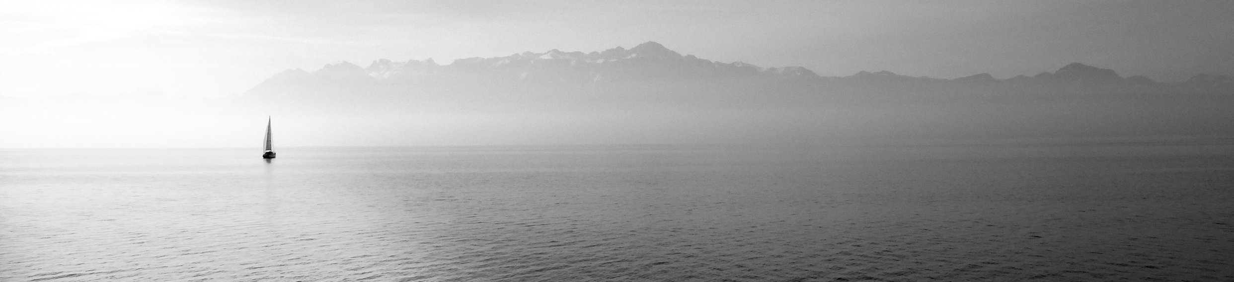sailing-boat-569336.jpg