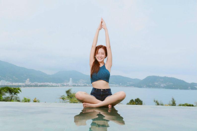 Jinga Life- woman meditation-460307.jpg