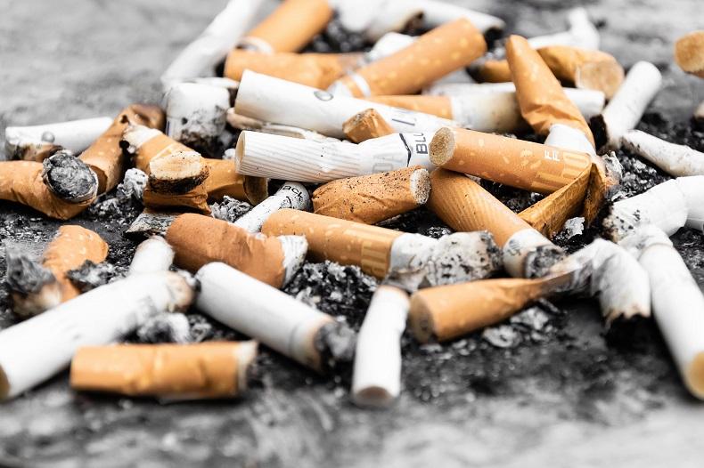 smoking_pawel-czerwinski-698243-unsplash_BV.jpg