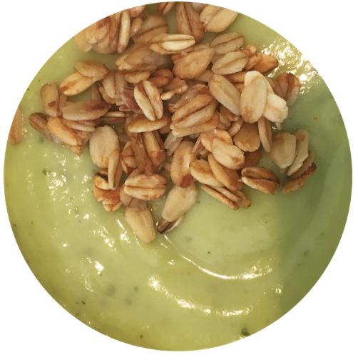 avocado kiwi break top met granola.png