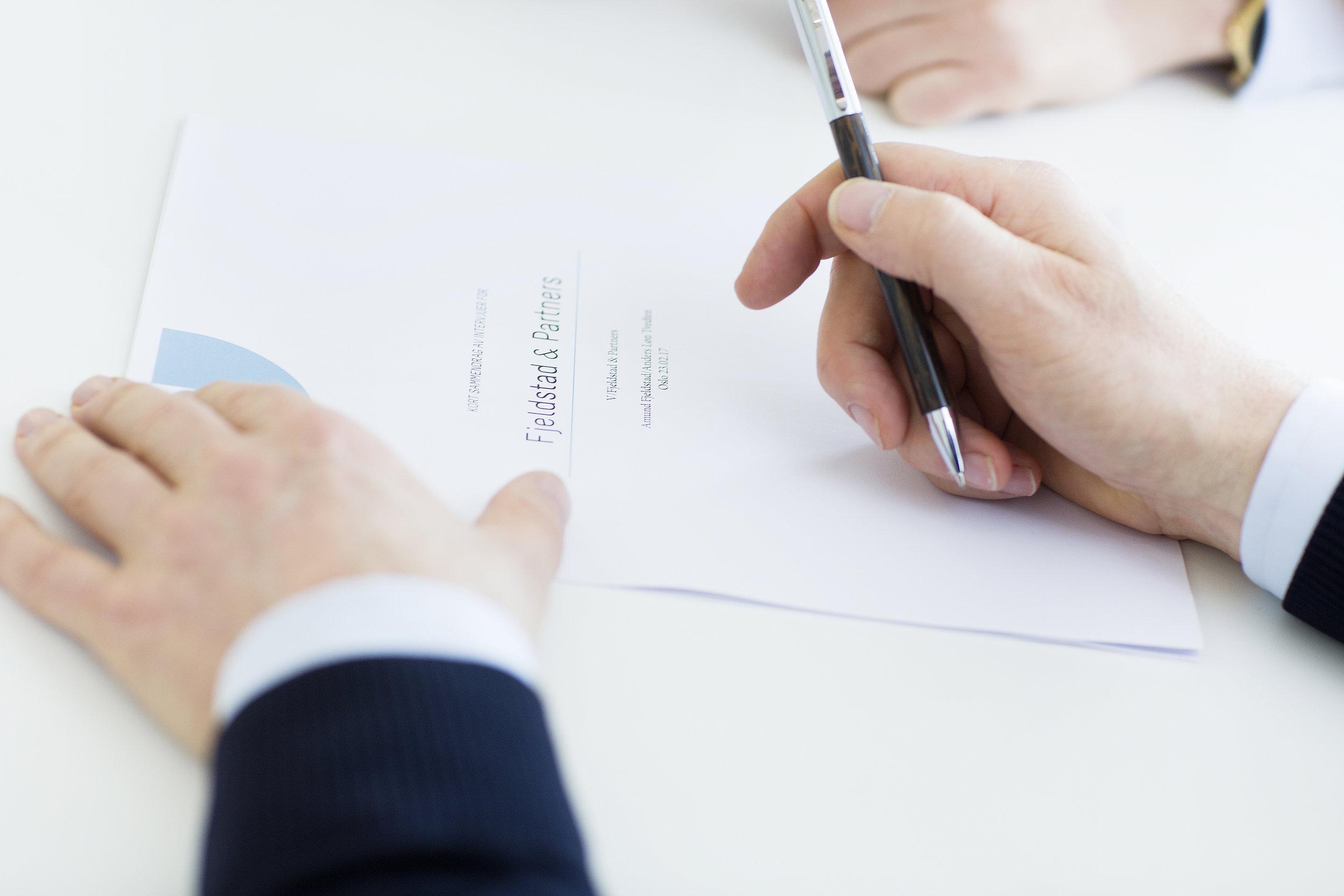 Signering av kontrakt.jpg