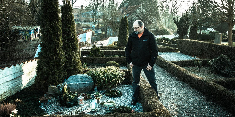Vivi Nielsen er begravet i en fælles grav sammen med sin mormor og morfar. Michael Jensen vil ikke selv have et gravsted, for han vil have sin aske spredt udover havet.