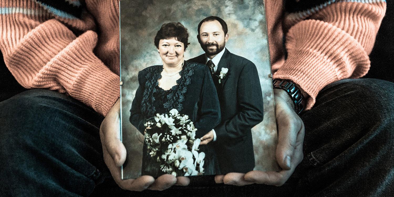 Vivi Nielsen kunne ikke lide at blive fotograferet, så der findes næsten ingen billeder af hende, og de får der findes, har ikke måttet stå fremme. Efter hendes død har enkemanden dog hængt deres bryllupsfoto op.