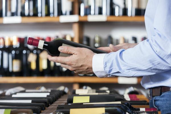 scegliendo se acquistare un vino o no, come un utente che passa da lead a cliente
