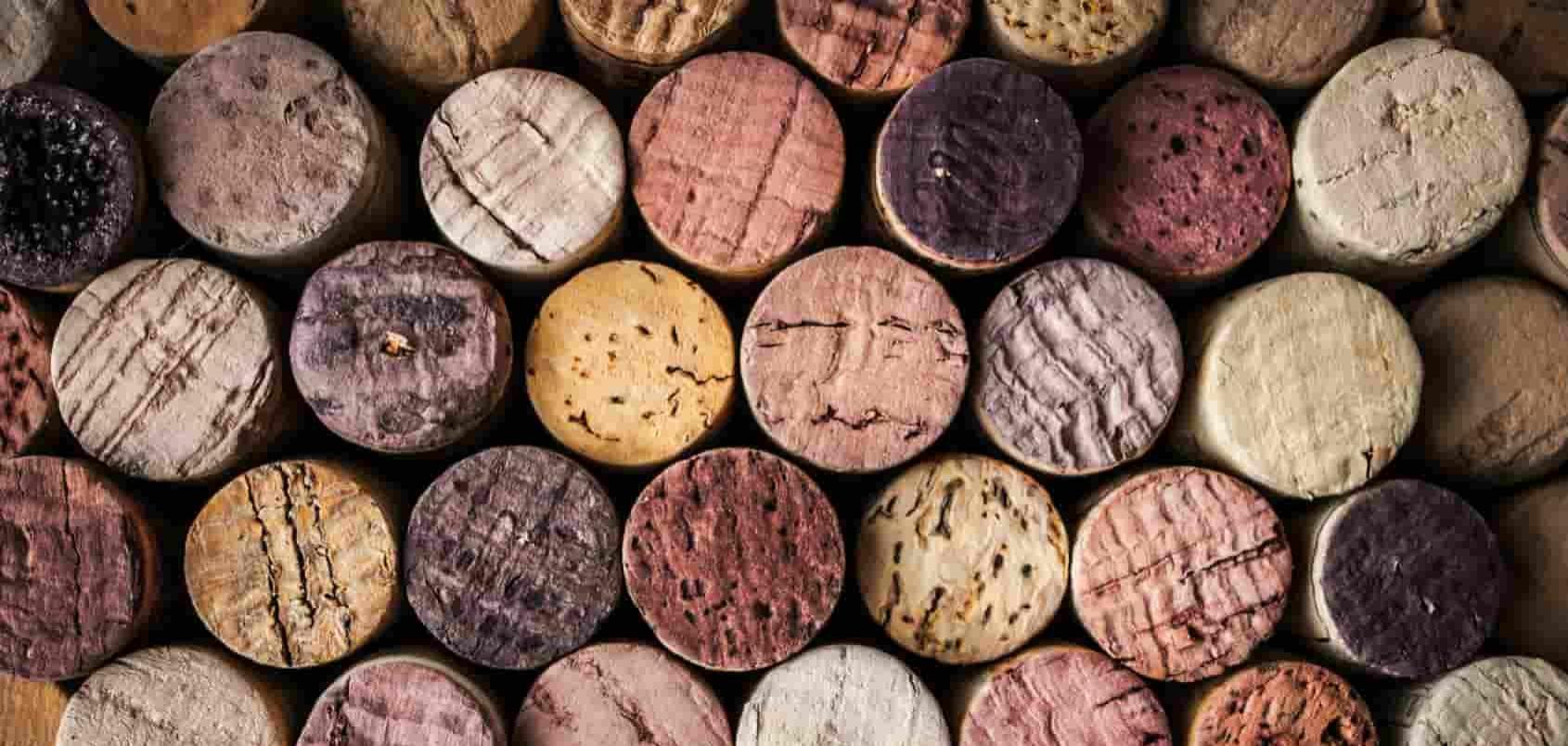 le parole chiave differenti con lo stesso intento di ricerca sono come tappi da vino diversi con la stessa efficacia