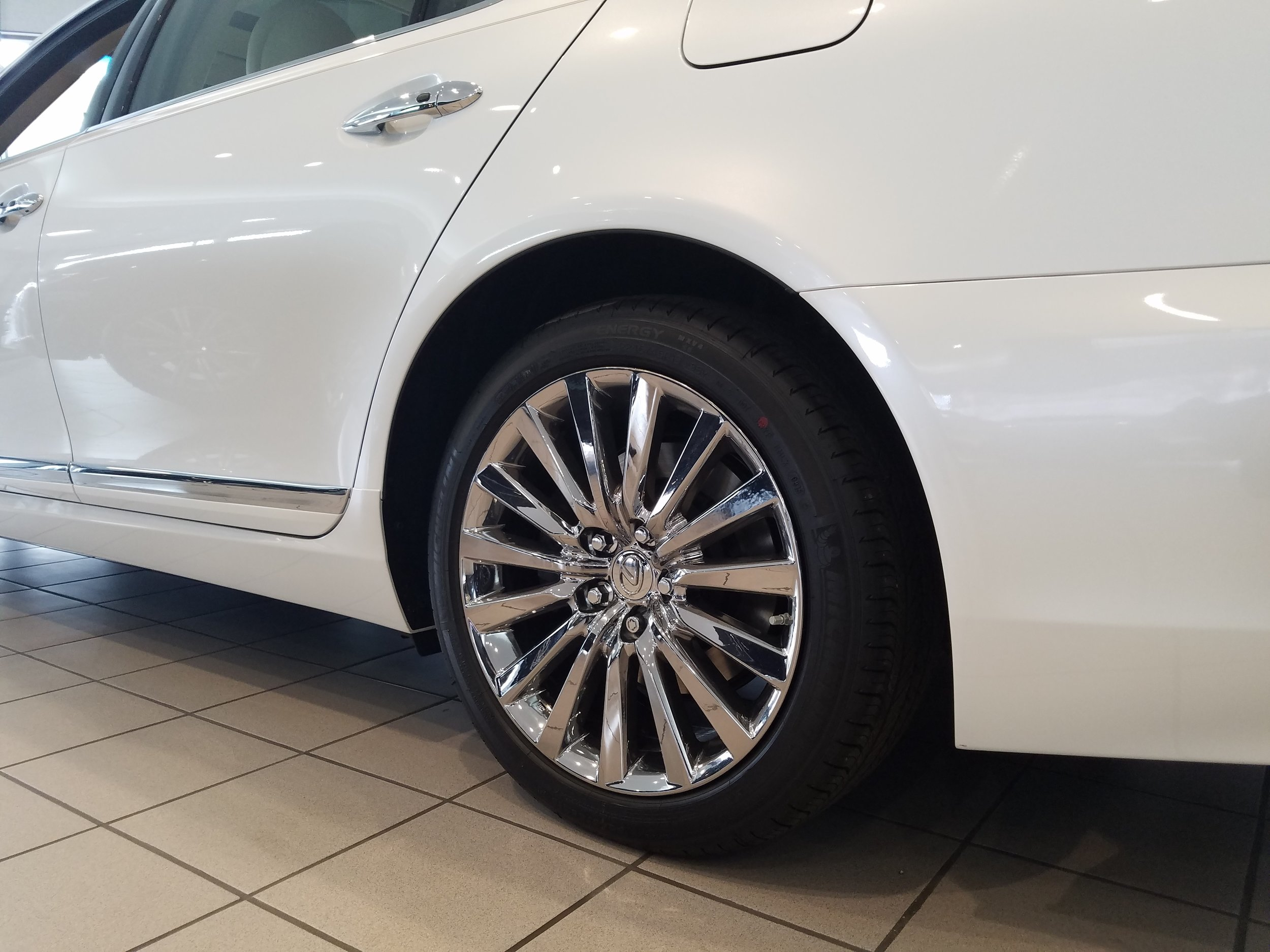 white-ls-460-bright-ice-wheels-2_30869596122_o.jpg