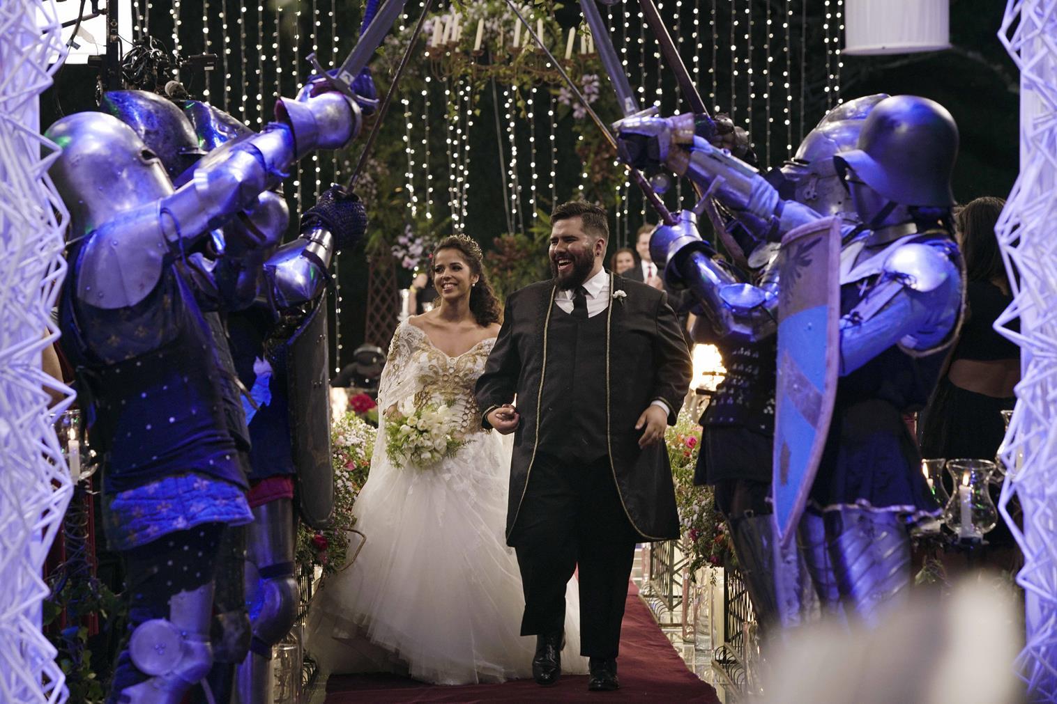 Os noivos durante a cerimônia de casamento