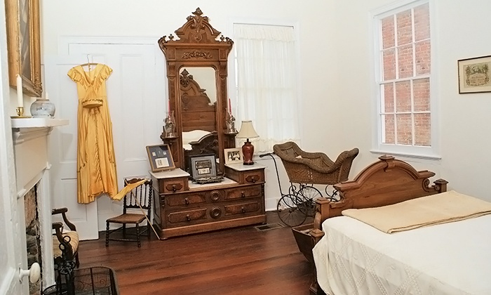 Quina House Bedroom.jpg