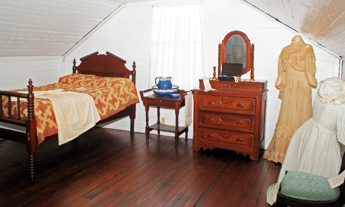 Quina House Bedroom2.jpg