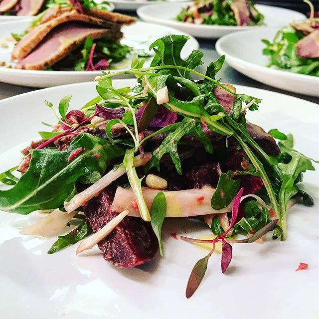 Smoked duck breast salad, the starter from our extremely enjoyable food & beer pairing with @duvel13 & @belgiumandblues last Thursday expertly hosted by @simonbrooks. If you like food and beer keep an eye out for details of our upcoming events . . #food #beer #foodpairing #duck #salad #smokedduck #southampton #southamptonfood #hampshire #barkandbrisket #belgiumandblues