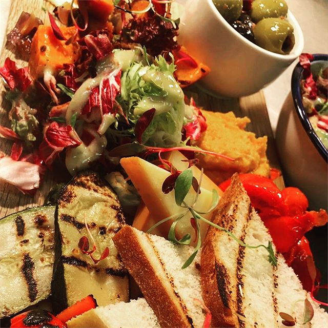 Our Veggie Platter. Perfect for sunny evenings. Goes perfectly with @belgiumandblues massive gin selection or a crisp Belgian pale beer.  Join us at Belgium & Blues weekdays 5-7pm and get a sharing platter and 2 Bulldog G&Ts for only £15!  #veggie #vegan #platter #sharing #sharingplatter #food #southamptonfood #southampton #hampshirefood #sun #summer #gin #belgianbeer #beer #barkandbrisket #belgiumandblues