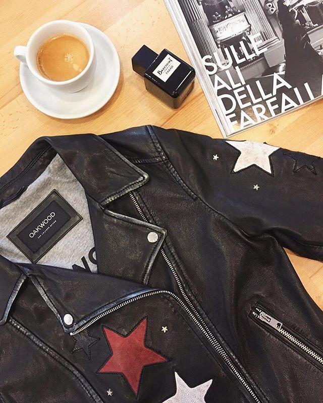 Wir lieben Lederjacken⭐️😎 denn Lederjacken sind niemals Out, egal ob Glatt-oder Wildleder ✨es passt einfach zum jedem Outfit !👌😎 Und welche ist  DIE Lederjacke für dich? 🤗 Dein Ann Lisson ❤️ 🏡Kösiner str 7 14199 Berlin #annlisson#fashion#fashionberlin#jeans#berlin#style#steetstyle#streetstylelookberlin#trends2017#look#fashionlook#fashionlook #lederjacke#lederjacket