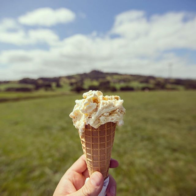 Throwback to sunny days and ice cream🍦 Invite a friend to grab an ice cream with you on Hatch. Download in bio📱 ▫️ ▪️ ▪️ ▪️ ▪️ ▪️ ▫️ #hatchplans #hatch #planwithfriends #plan #friends #makeaplan #throwbackthursday #throwback #londoner #londonlife #igerlondon #appstore #shotoftheday #ice #field #countryside #londonbridge #escape #depthoffield #aperture #hatchrecommends #icecream