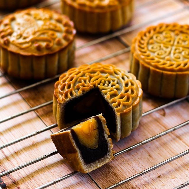 Happy mid-autumn festival! A great time to get together with friends and family. Hatch a plan today! 中秋佳節快樂,祝願大家人月兩圓 #midautumn #mooncake #hatchaplan #chinatownlondon