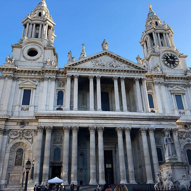 #throwback #throwbackthursday #england🇬🇧 #london #city #citylife #travel #stpaulcathedral #travelphoto #travelpassion #cantwaittogoback