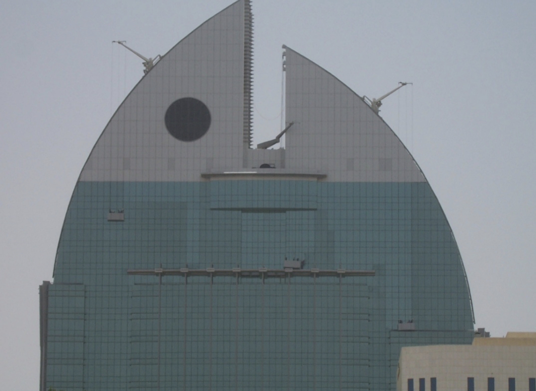 Above: Al Anoud Tower BMU system in action. The building presented a new challenge with it's lack of flat roof space.