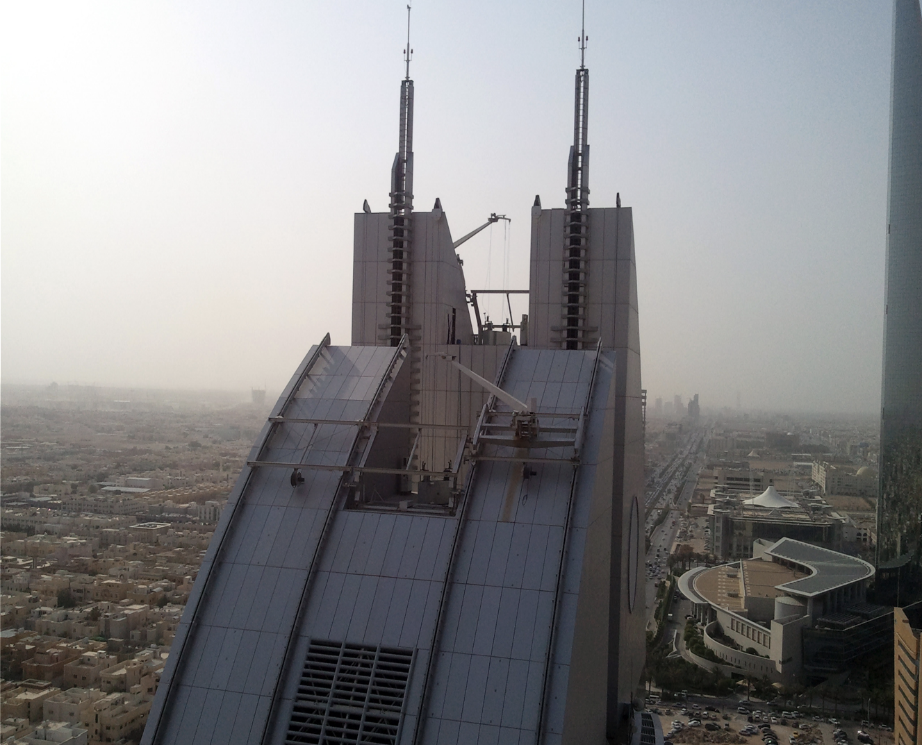 Above: Al Anoud Tower I BMU's utilize a hydraulic platform that serves as a crossing bridge between the 2 main building elevations as well lowering the BMU into hidden parking position.