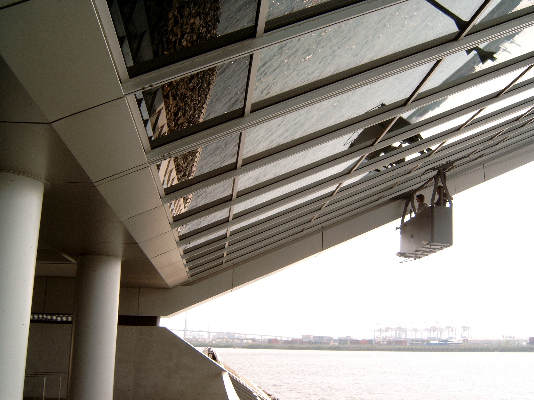 Above:To safely access the 66° inclined main elevation at Dockland building, a mullion guide track system is incorporated into the facade design along with special guide rollers in the BMU platform.
