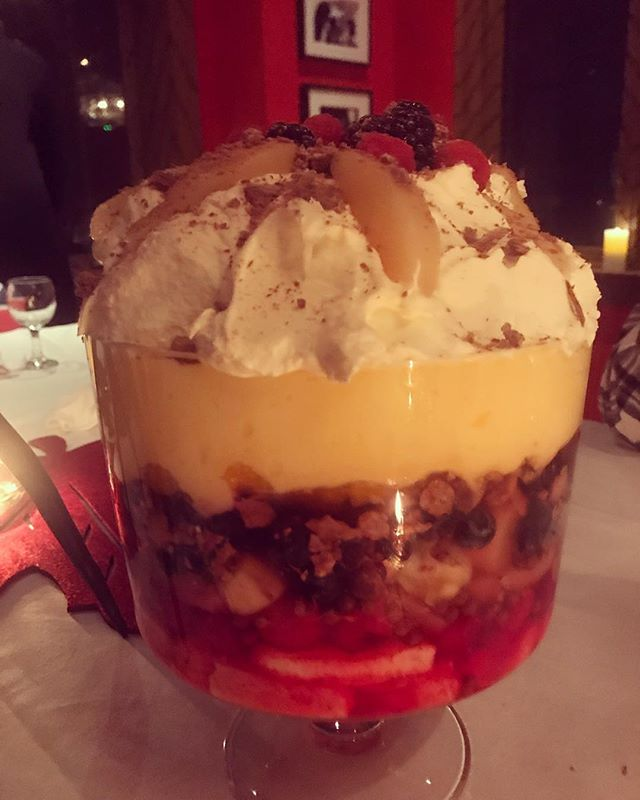 @grainne_cafe @grainneoflynn @fliesonthewall7 #trifle #queen @megoflynn #datenight #datethiscity #datescoutnyc #frenchfood #crepelife #wine #beer #womanownedbusiness #momownedbusiness #