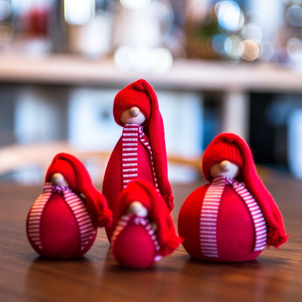 swedish-wooden-tomte-set-of-4-32.png