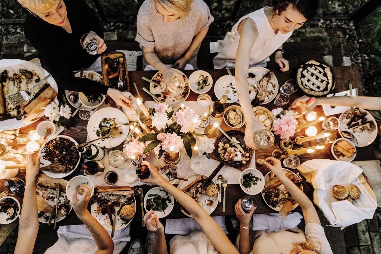 Fox-Meets-Bear-table-dinner.jpg