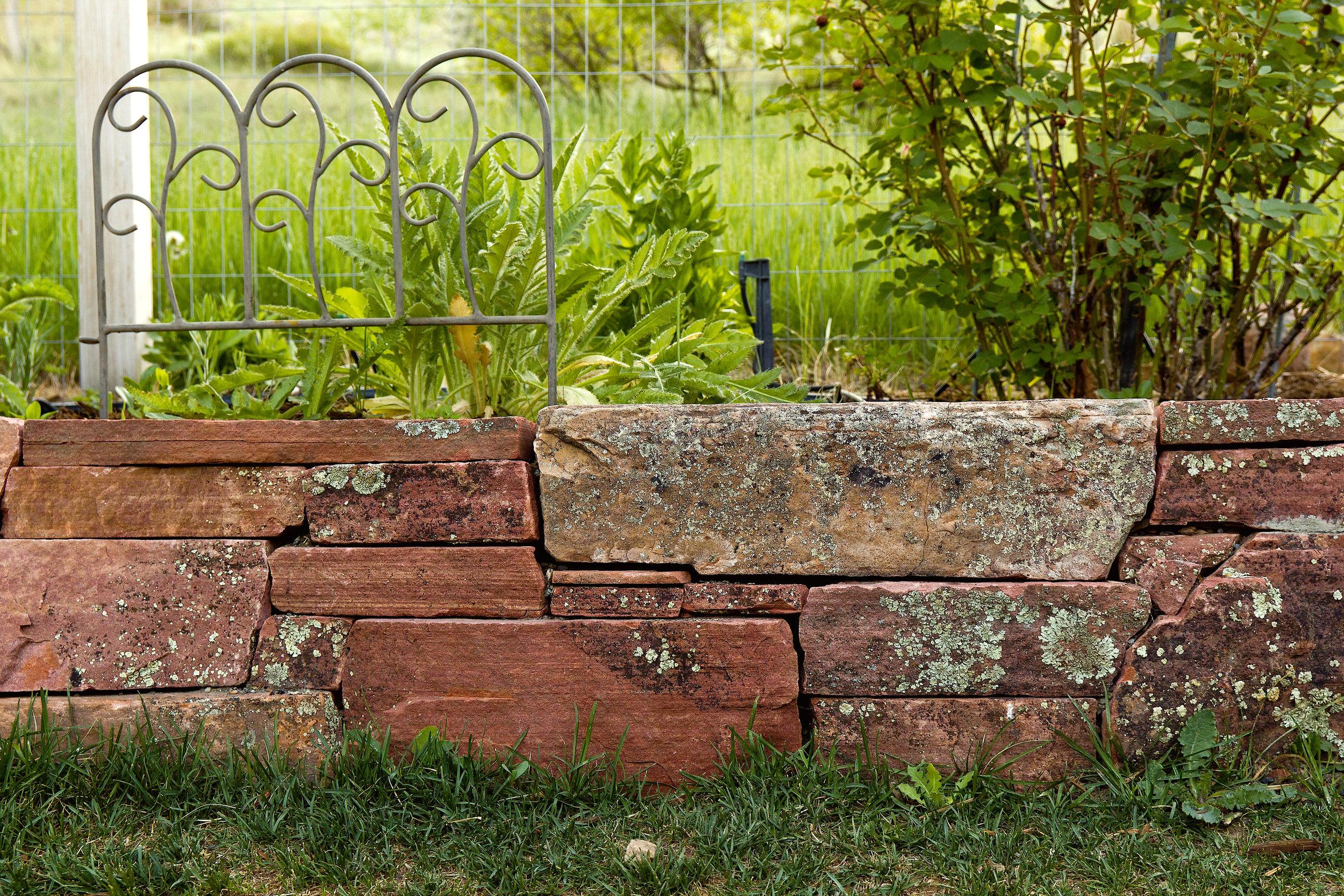 landscape retaining wall | flagstone boulder