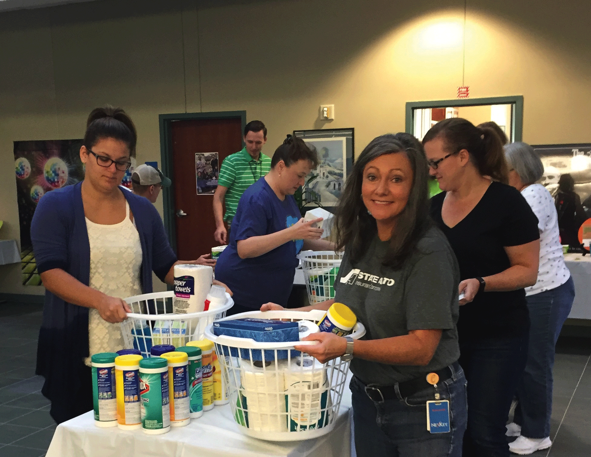 Assembling-senior-care-packages_Nashville.png