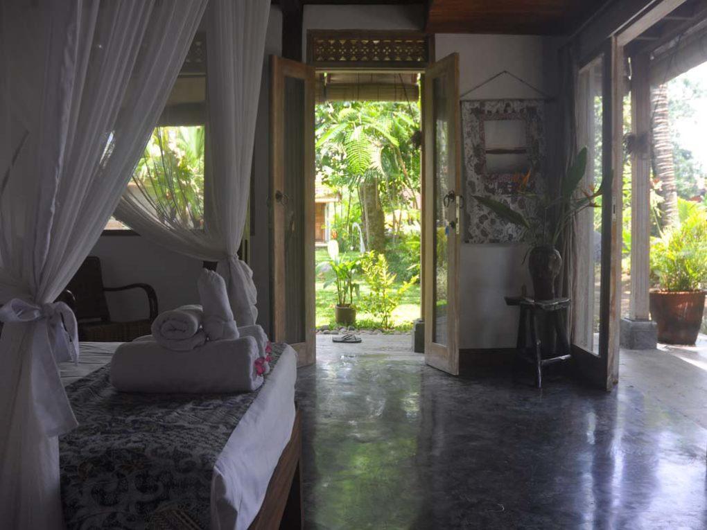 21.bedroomseethrough-1020x765.jpg