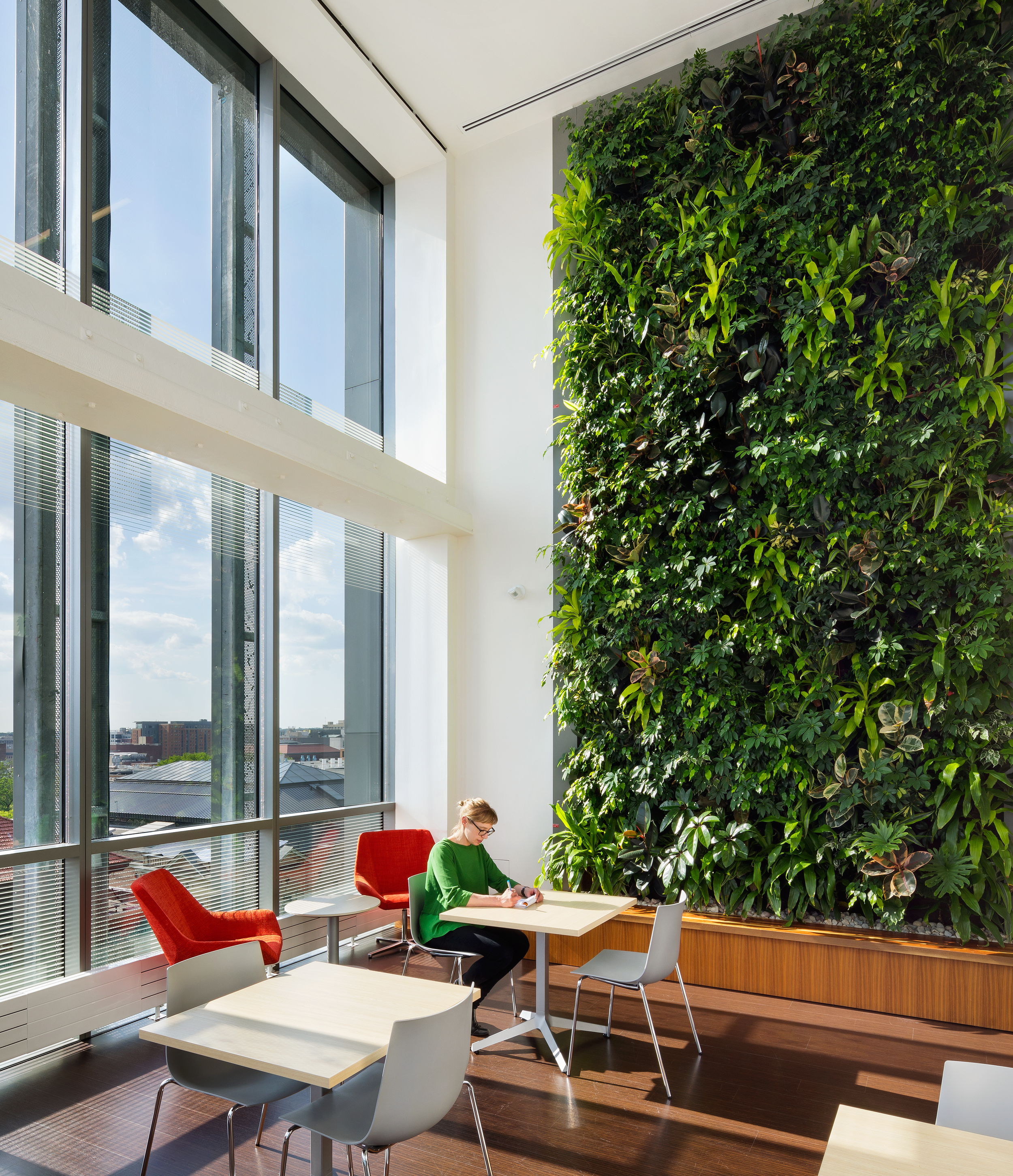 P18-19_Awards_Design_InteriorGreenWall_WeiserHall-InteriorCommunityCommonsLounge-Credit_TomArban.png