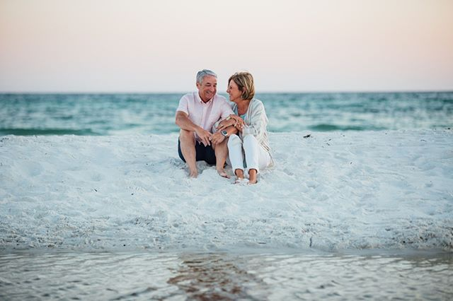 Last week we did a session for the Carter family at Seagrove Beach and we loved every second of our time together. This is a family that radiates joy and it really shows in their photos - more to come! 🌴