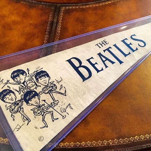 #Rare! Rare! Rare! This is an #original 1960s #Beatles pendant. This item is going for $600. Dm us or email info@kkentertainment.com for more info! #likeforlike #likeforlikes #comments #tag #tagging #vintage #memorabilia #orginal #decoration #bergencounty #bergencountynj #newjersey #newyork #nj #ny #antique #antiques #antiquing #find #pickers #finds