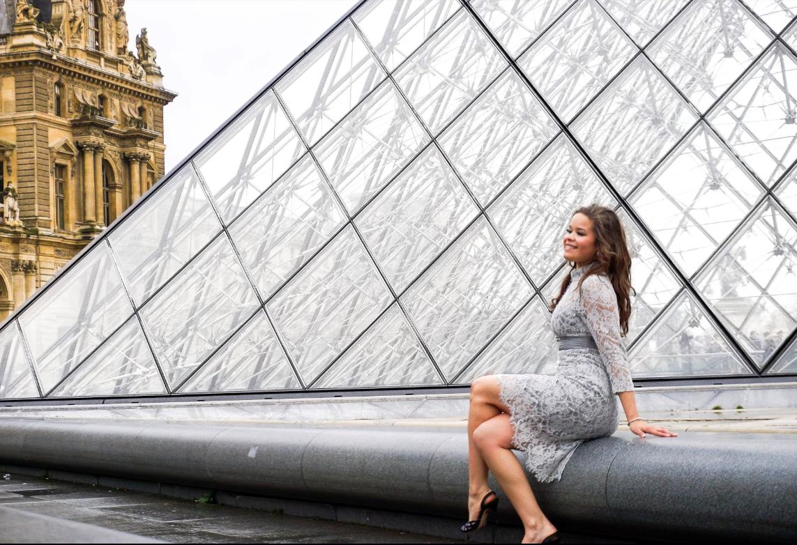 Enagement Photoshoot in The Louvre, Paris
