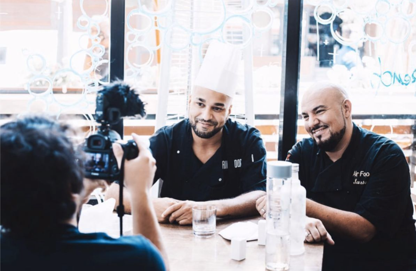 OUR STORY - AIR⋮FOOD is above all two passionate visionaries, who have come from two completely different paths; one a logistics contractor and the other a chef in London and Paris...