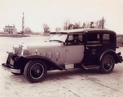 1932 Checker Model M ( www.coachbuilt,com )