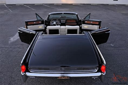 1961 Lincoln Continental Convertible  ( www.CarsfromUK.com )