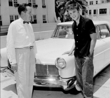 Elvis with his new Mark II ( www.classiccarstoday.com )