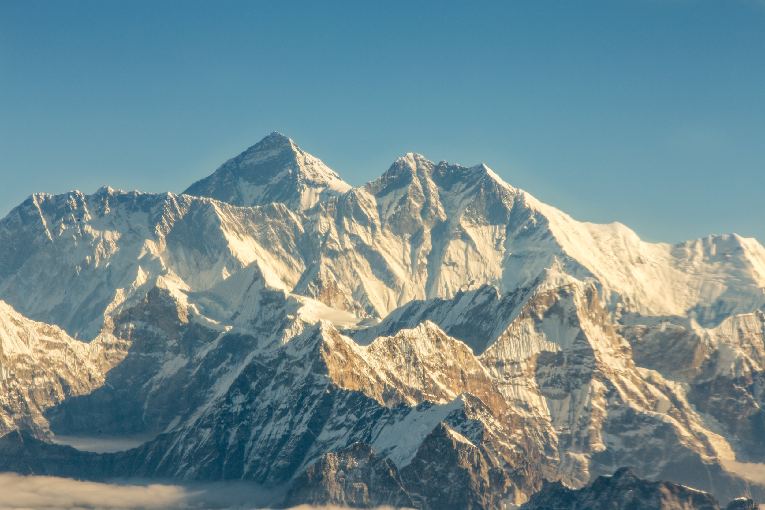 Yep- that's Everest! That super tall peak right there.
