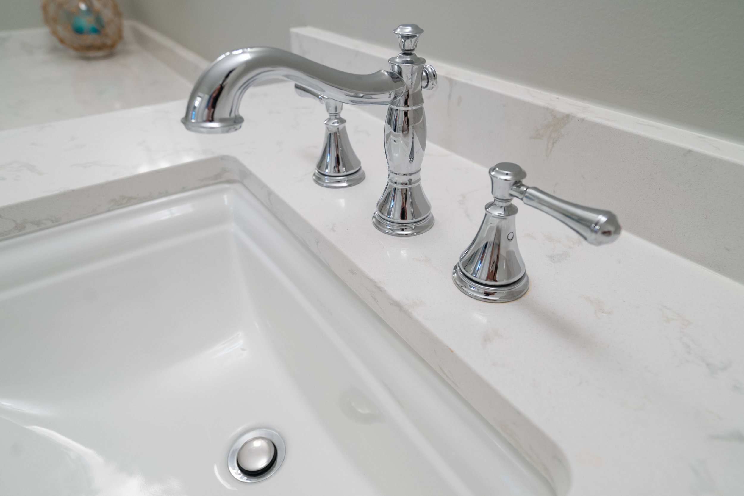 Polished Chrome faucet with Quartz countertops