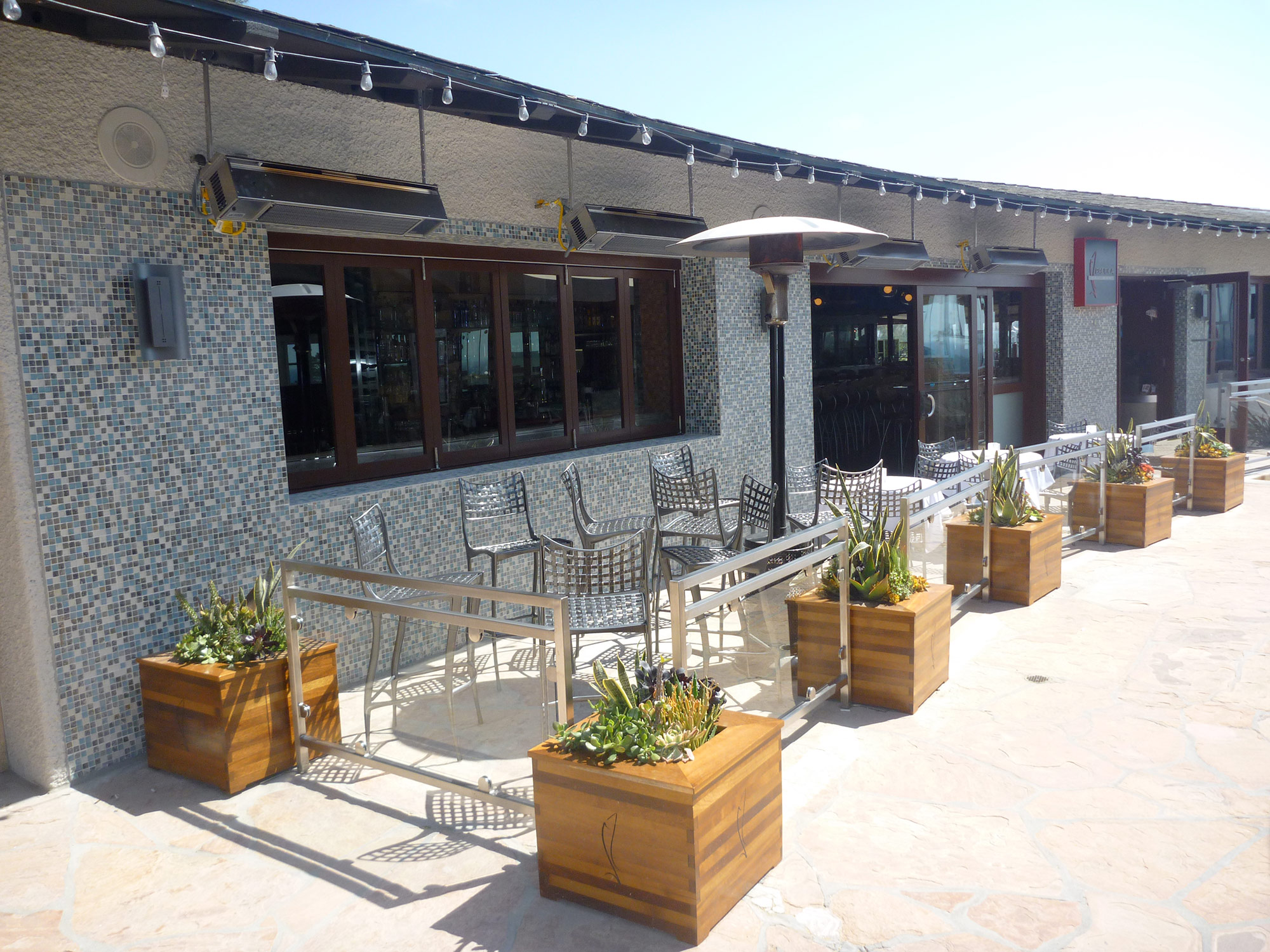 01-Pacifica-Del-Mar-Oyster-Bar.jpg