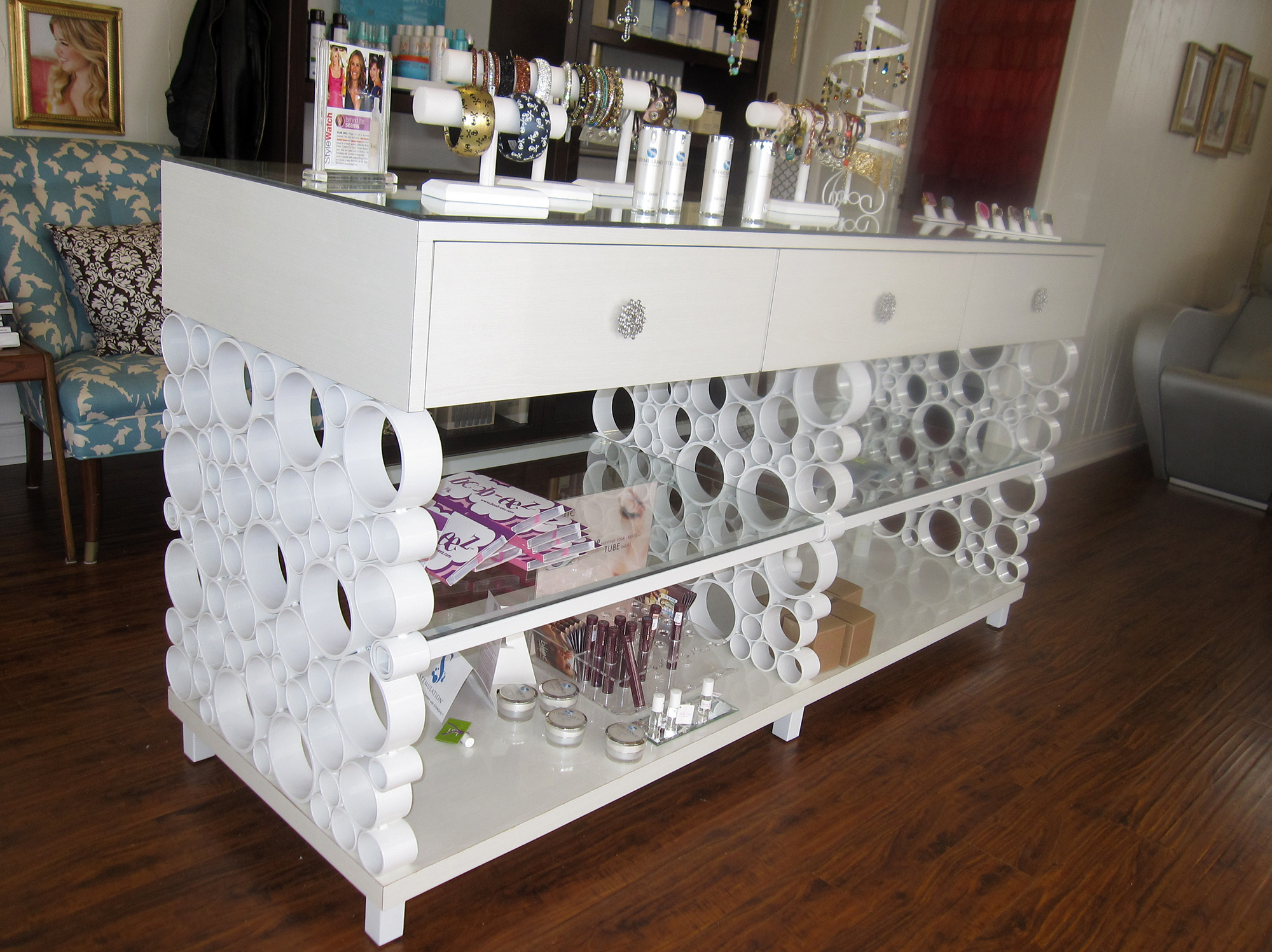 06-Display-Table.jpg