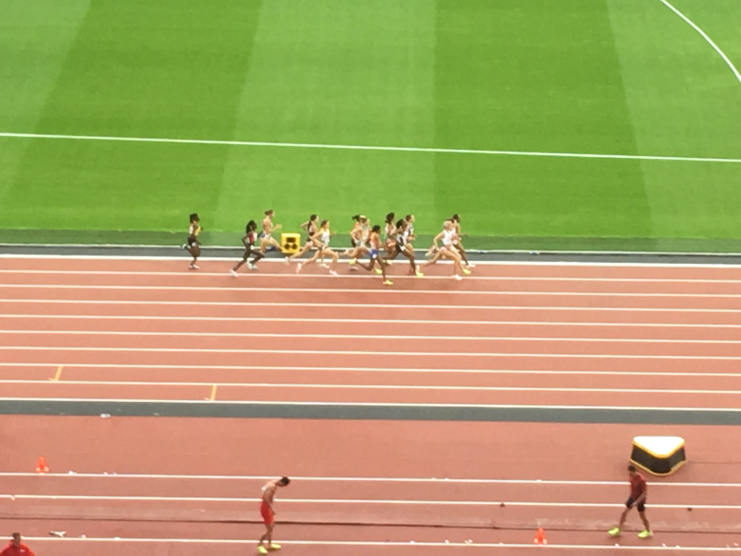 That's Jenny Simpson down there on the last lap of her opening round but you'll have to take my word for it. I was waaaaay up in the cheap seats.