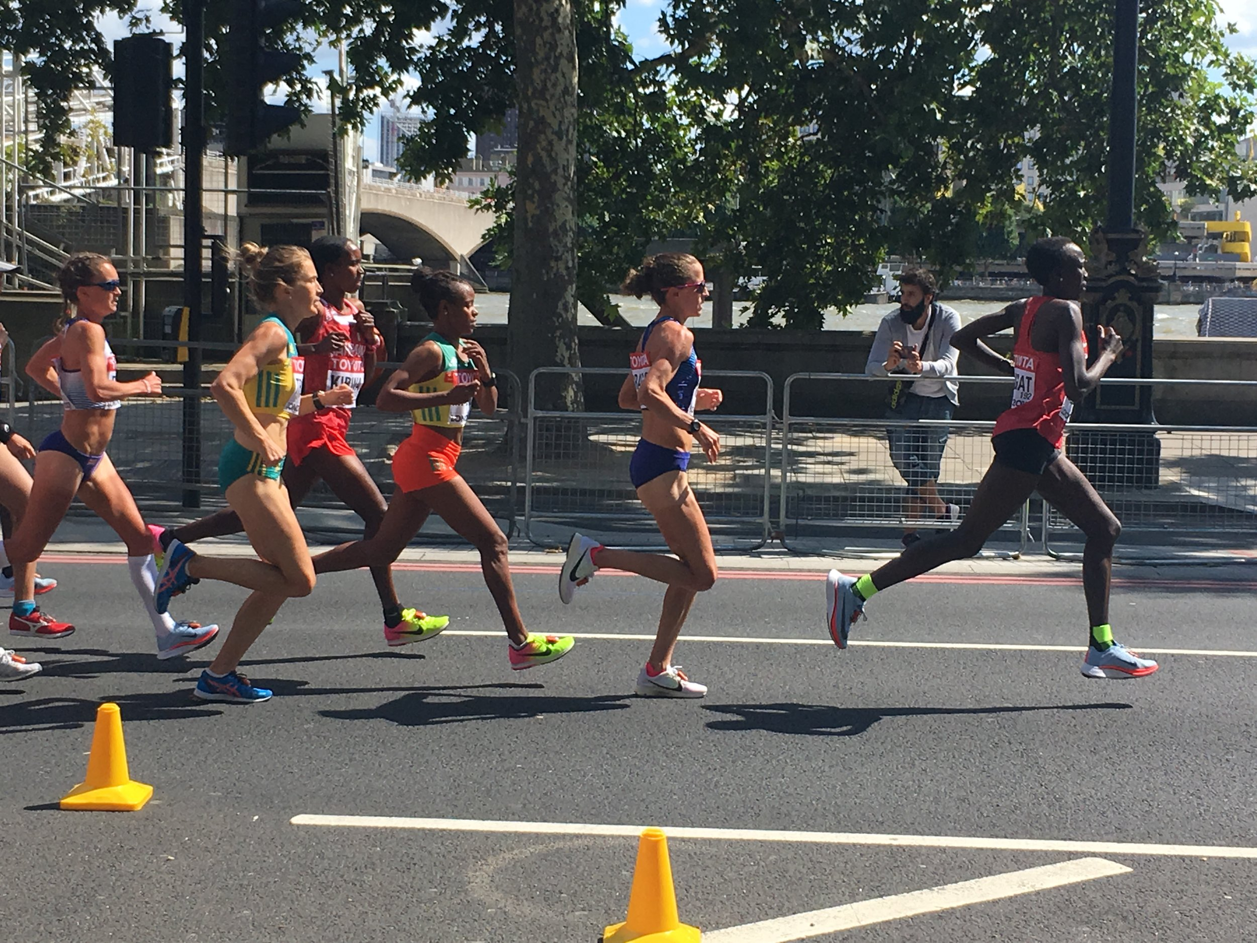 God, I loved watching the women's race and being this close.  Amy Hastings!