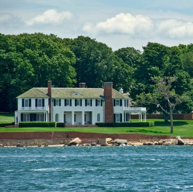 Gimme Shelter (Island): New York's Secret Retreat - BRIT + CO:. This gorgeous island is the Hamptons for people who don't like the Hamptons, proving that you don't need to be in Montauk to have a good time.(11 September 2018)